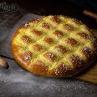 Torta Larpeira con crema y azúcar 2